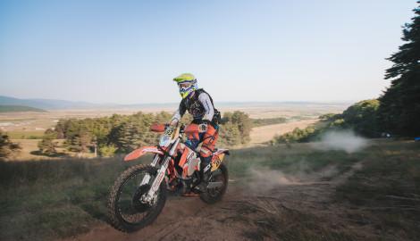 Zain bikes it!